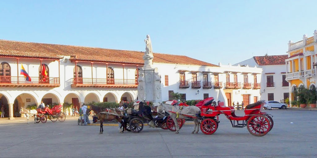 Horse Drawn Carriage in Plaza de la Aduana
