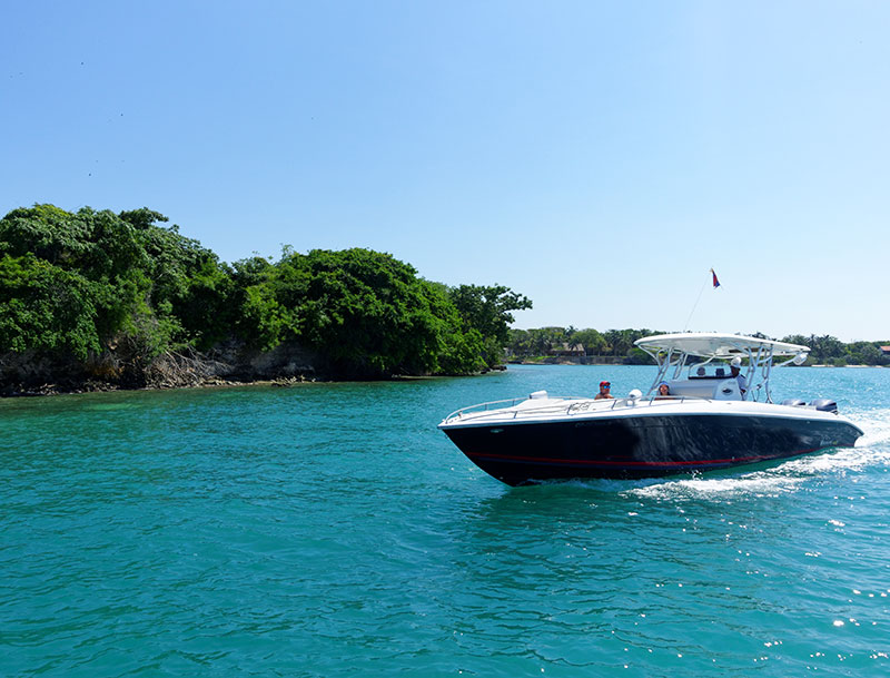 Private Boat day trips to the Rosario Islands